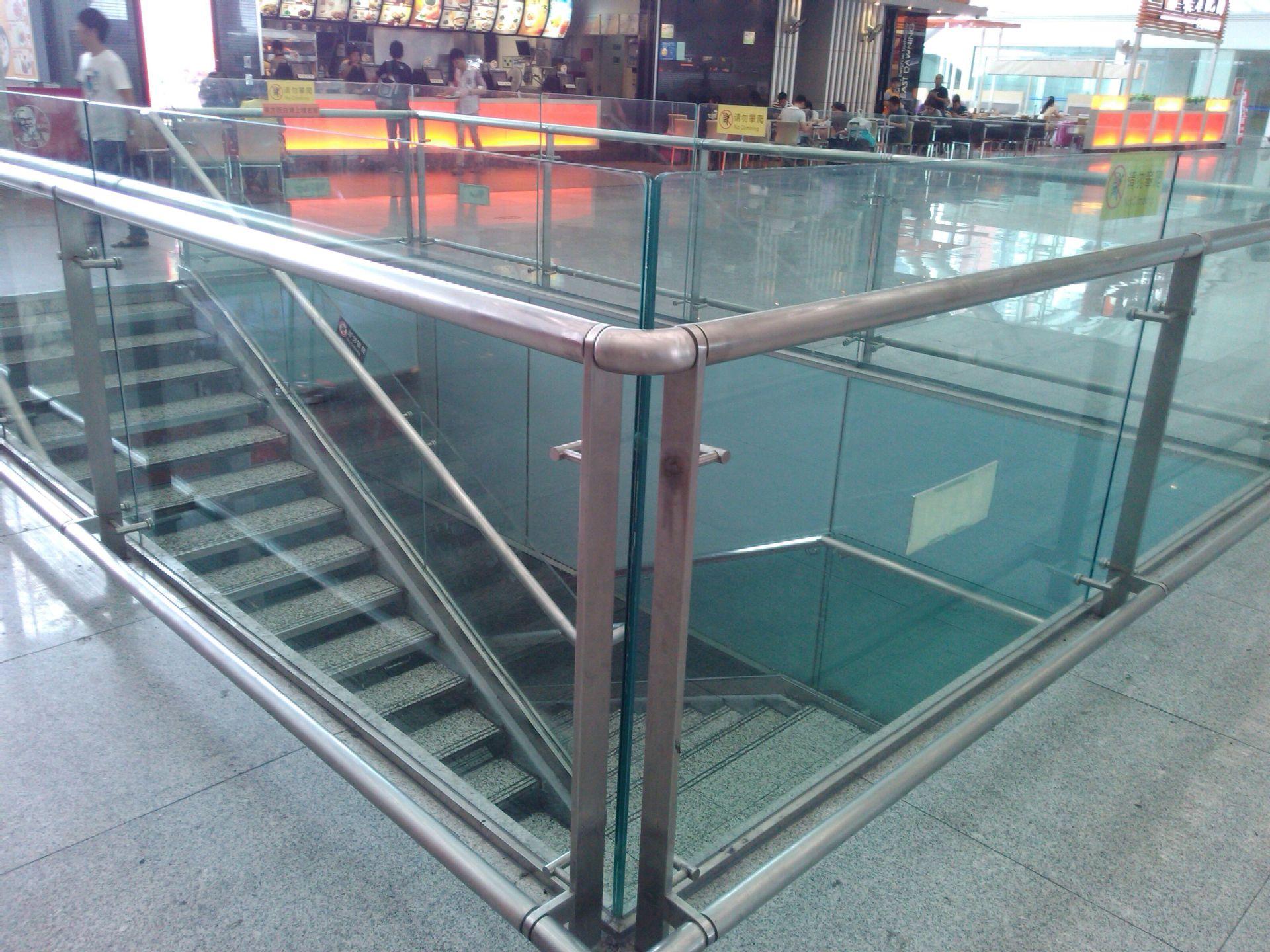 供应玻璃不锈钢楼梯栏杆,透明楼梯护栏扶手,优质玻璃楼梯扶手