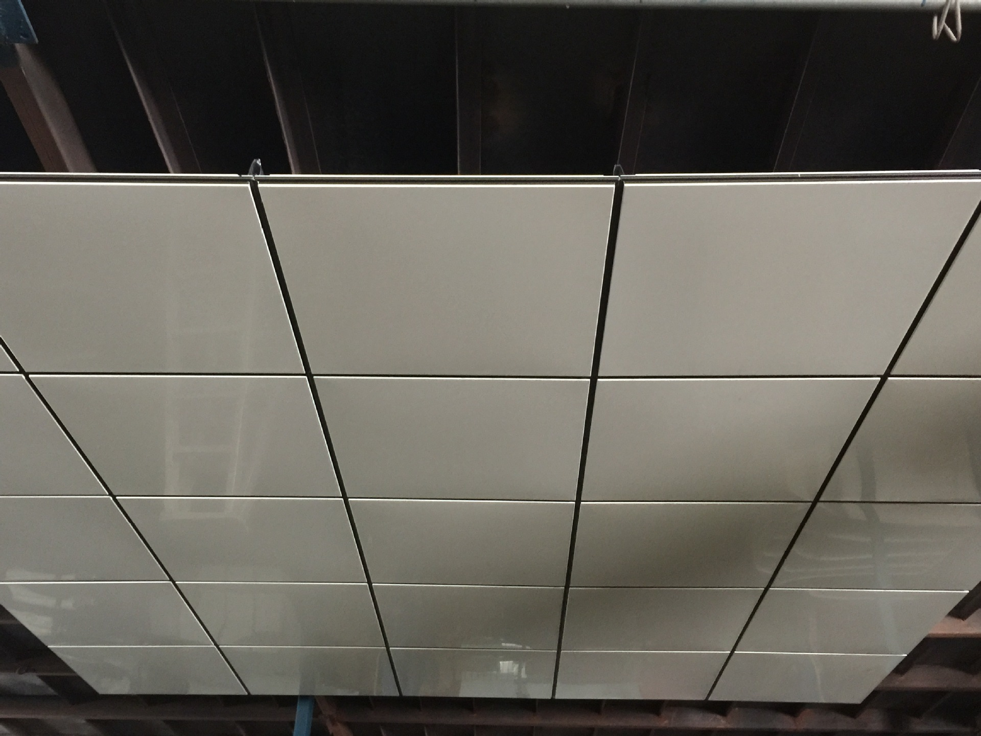 地铁站装饰天花板