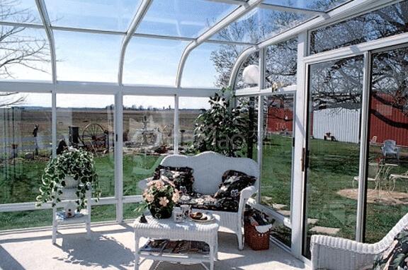 基于阳光房的如上特点,我们在设计和建筑阳光房时,对于不同用途的阳光